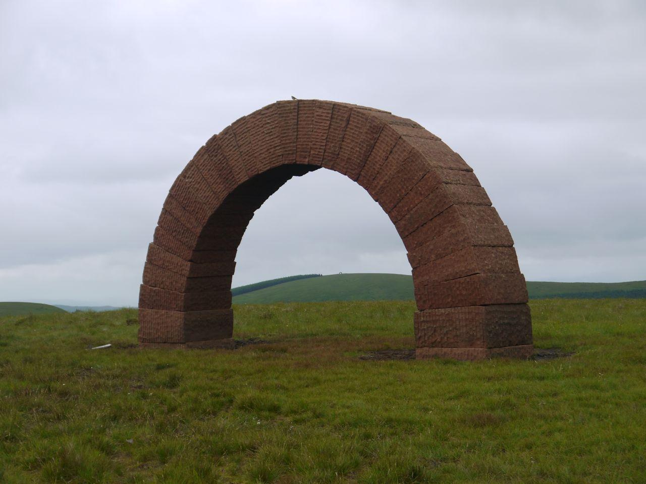 Striding Arch, Benbrack